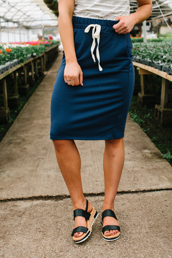 LIV DRAWSTRING SKIRT IN NAVY