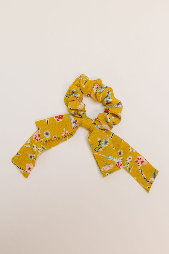 YELLOW DANDY FLORAL SCRUNCHIE