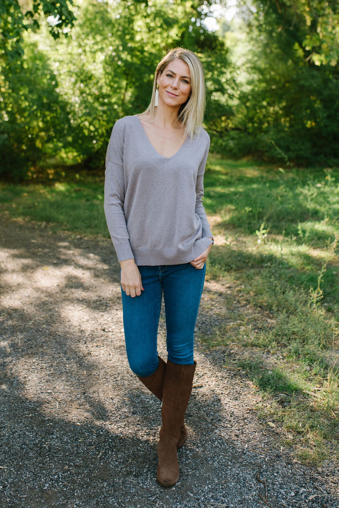 INGRID V-NECK SWEATER IN PURPLE GREY