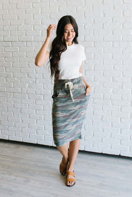 LIV DRAWSTRING SKIRT IN GREEN CAMO PATTERN