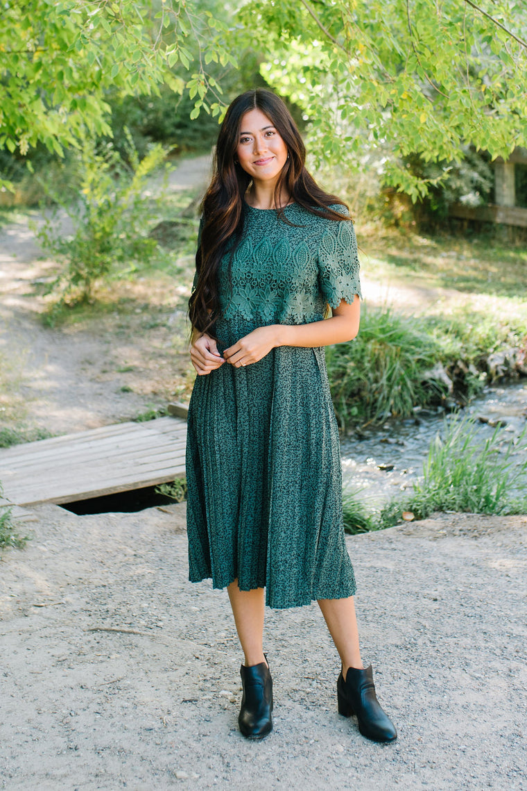 FERN PLEATED EMBROIDERED DRESS IN HUNTER GREEN