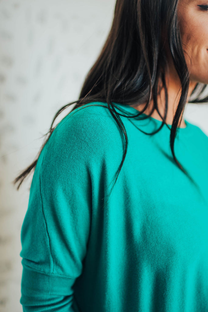 SAMANTHA SWEATER IN KELLY GREEN