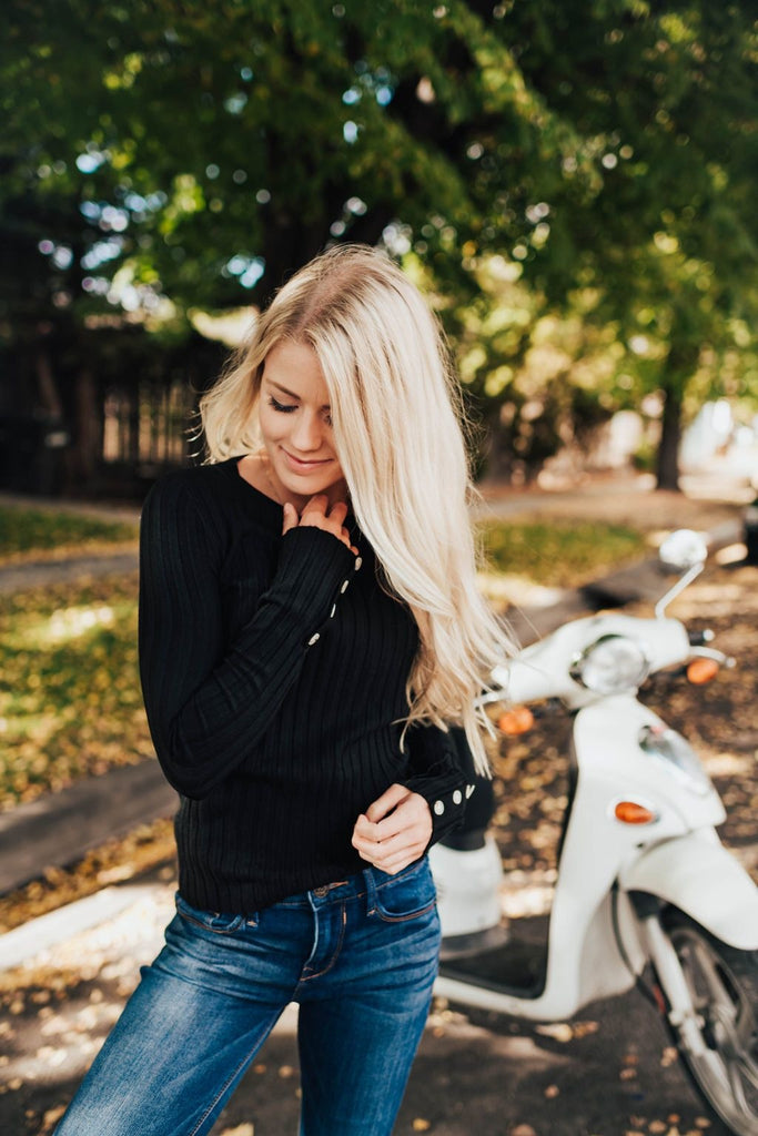 Erin Crew Neck Sweater In Black - Sweater