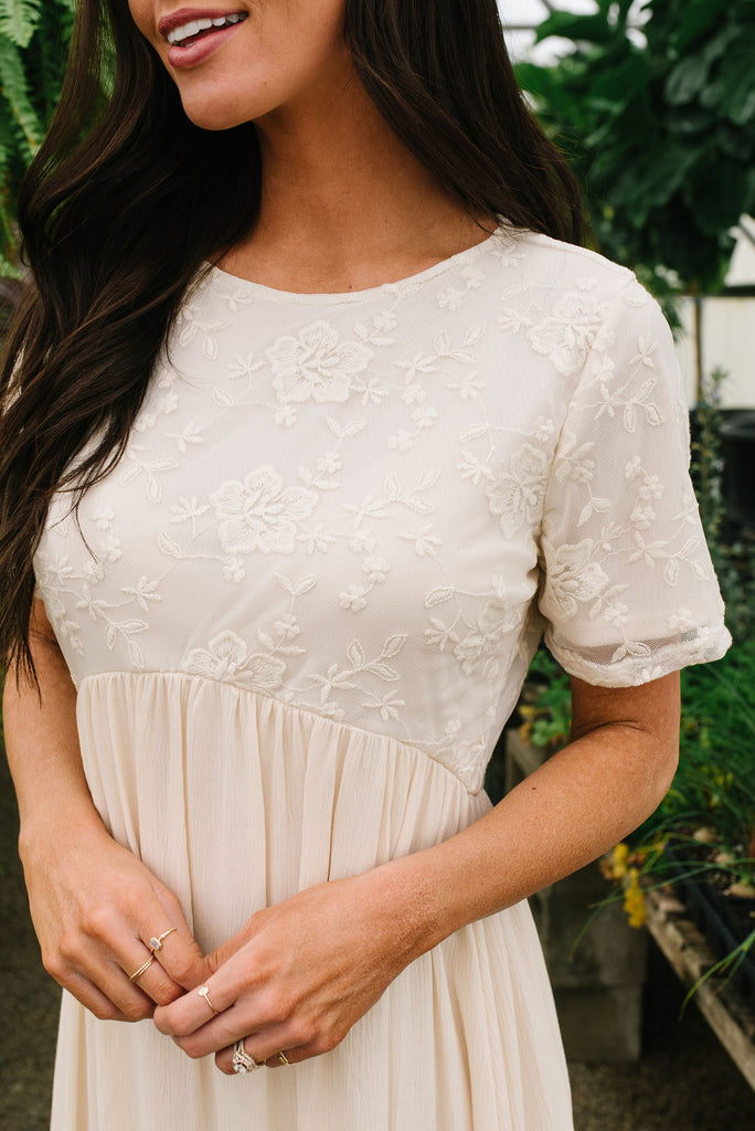 ALI LACE DRESS IN CREAM