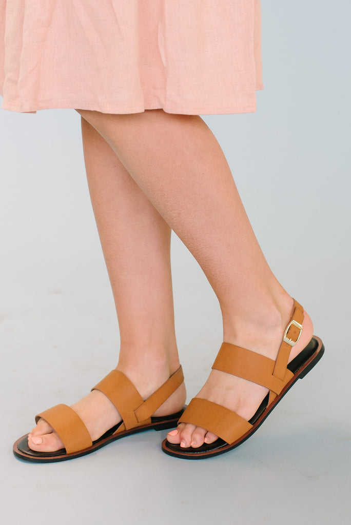 DOUBLE STRAP SANDAL IN CAMEL