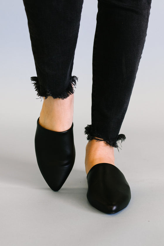 SWIRL MULE IN FAUX BLACK