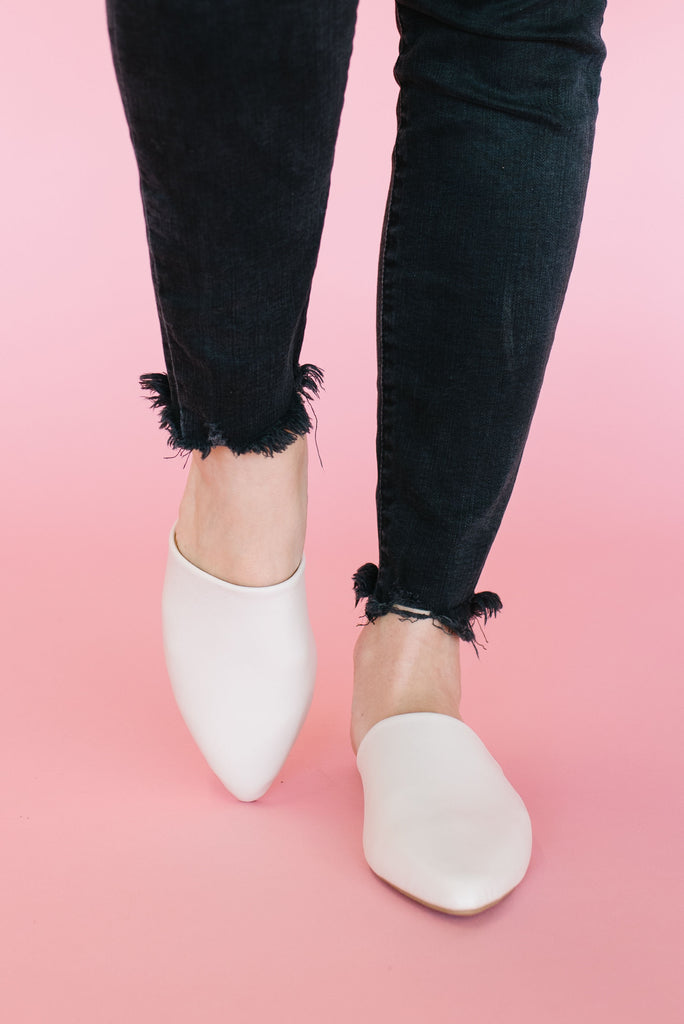 SWIRL MULE IN FAUX OFF-WHITE LEATHER