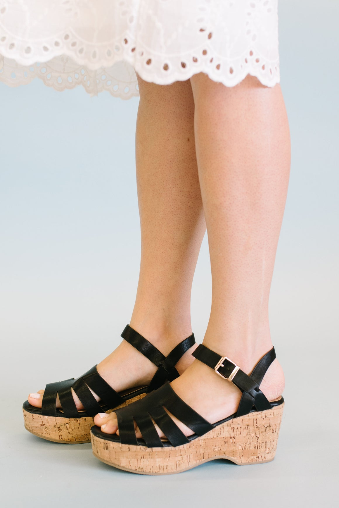 LOGAN STRAPPY SANDAL IN BLACK