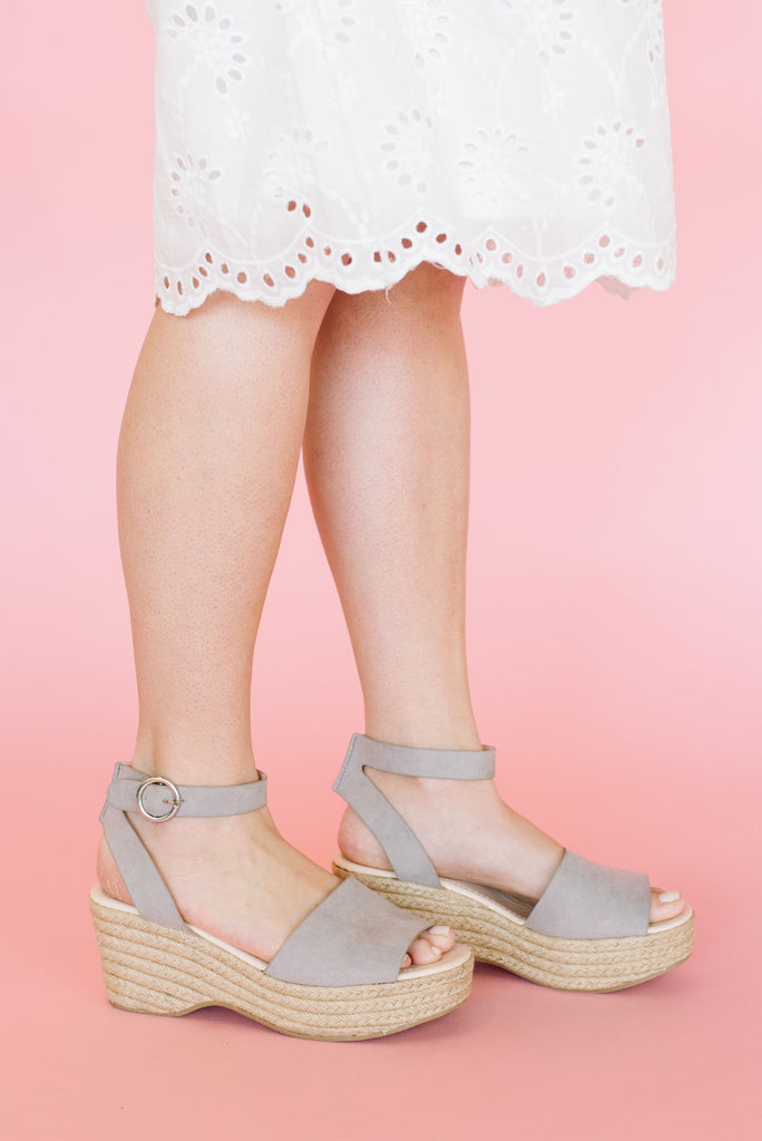 LOGAN SANDAL WITH ANKLE STRAP IN LIGHT GREY SUEDE