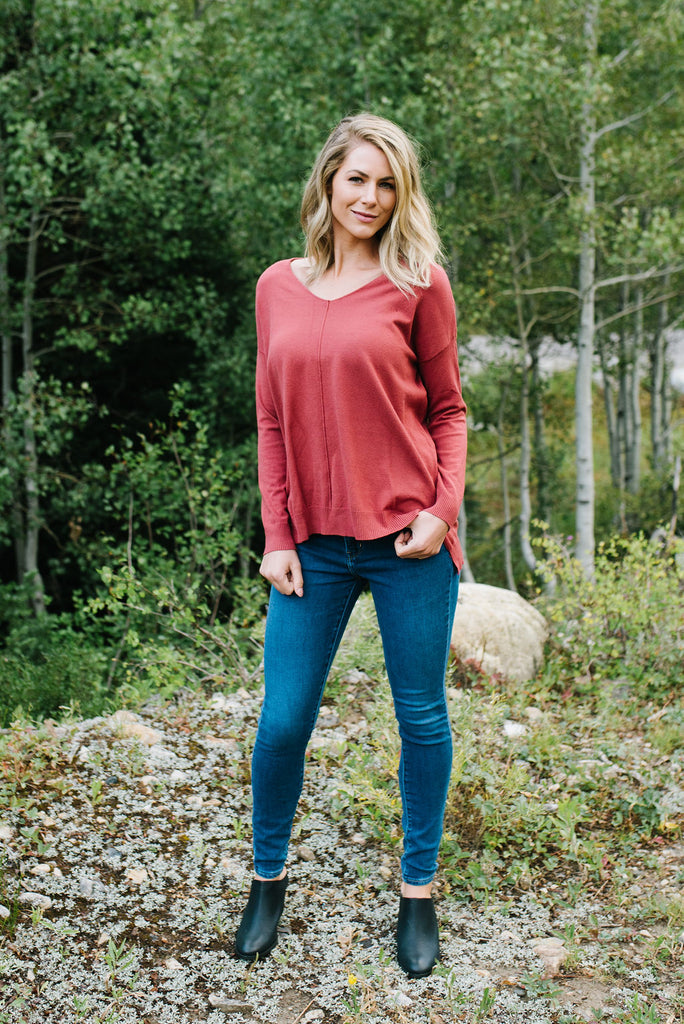 AUDREY V-NECK SWEATER IN SPICE