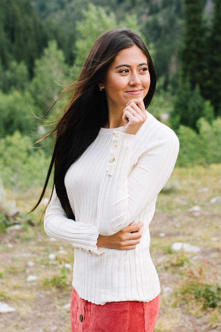 ERIN CREW NECK SWEATER IN IVORY