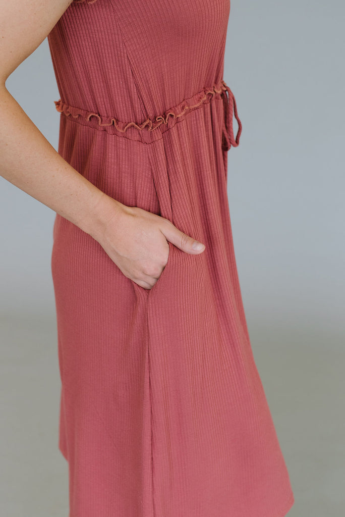 JESSICA DRESS WITH DRAWSTRING WAIST IN MAUVE