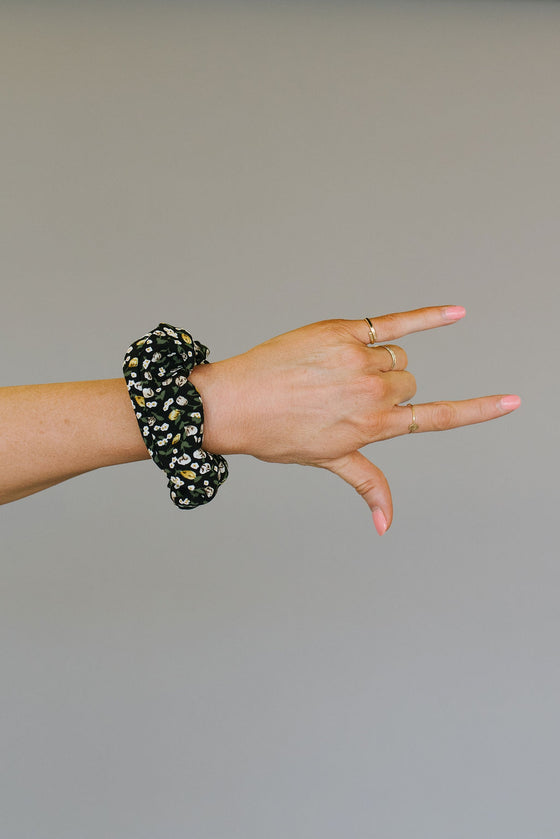 BLACK FLORAL SCRUNCHIE