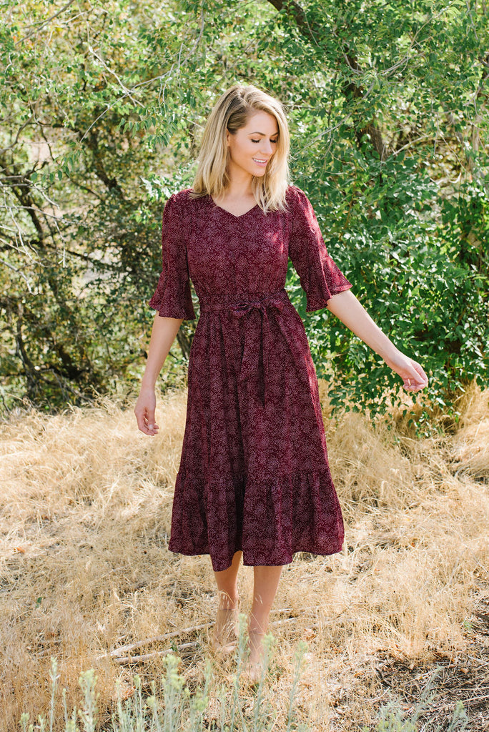IZZY FLOUNCY FIT AND FLARE MIDI DRESS IN BURGUNDY