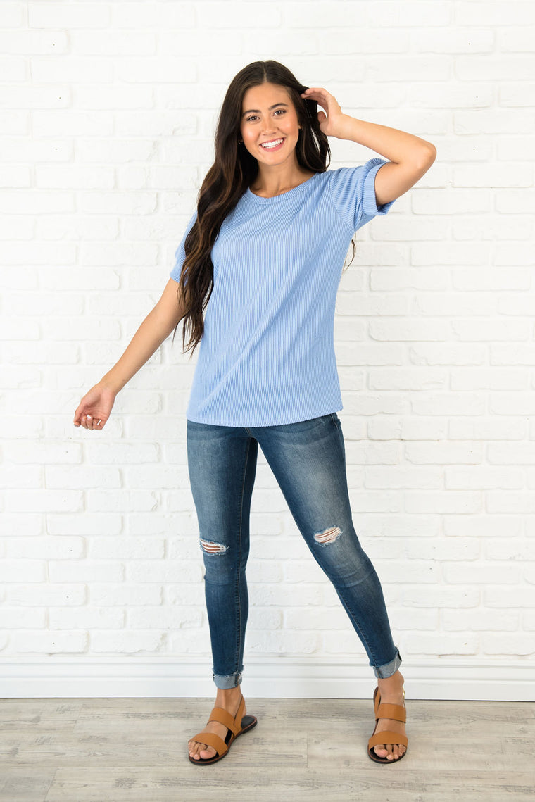 KINSELY TEXTURED TOP IN LIGHT BLUE