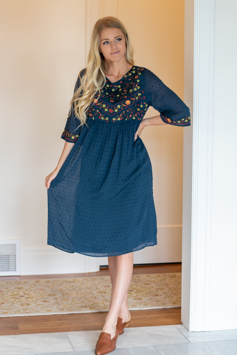 KIERRA DRESS IN NAVY WITH FLORAL EMBROIDERY