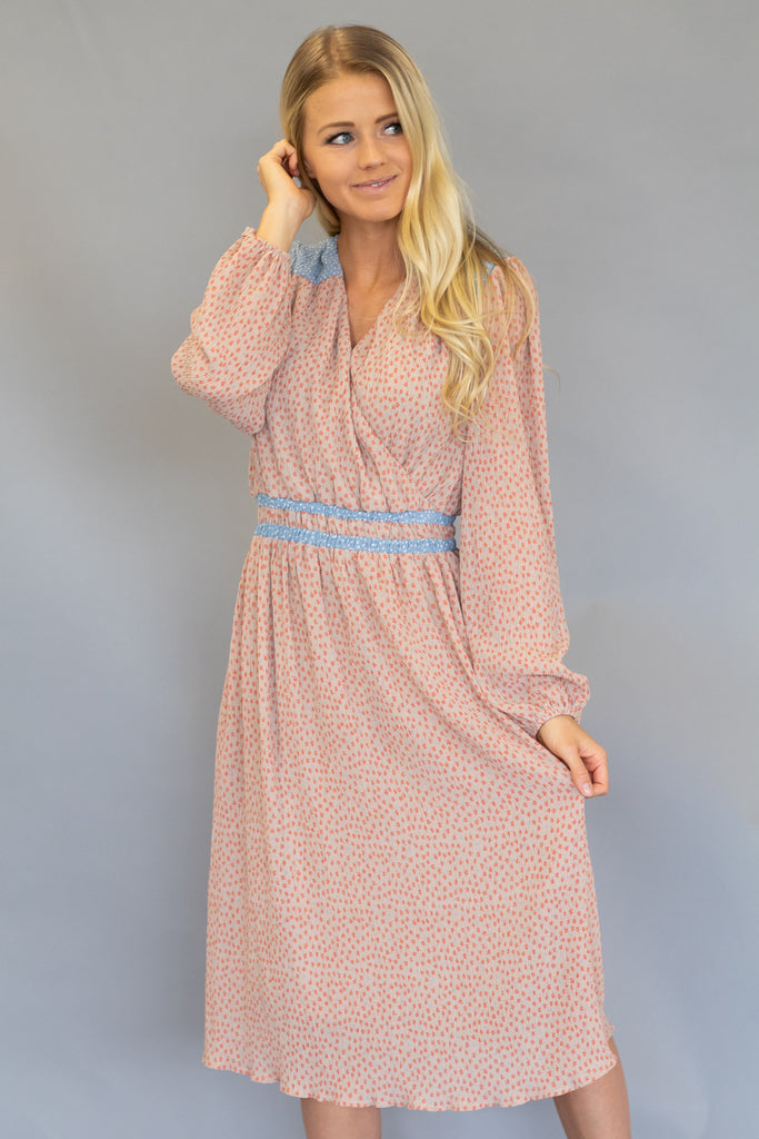 ANNABELLE MIDI DRESS IN PEACH