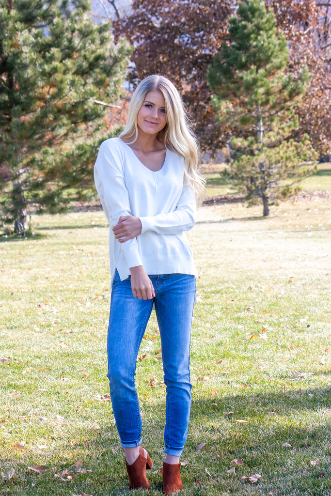 FROST V-NECK HIGH LOW SWEATER IN IVORY