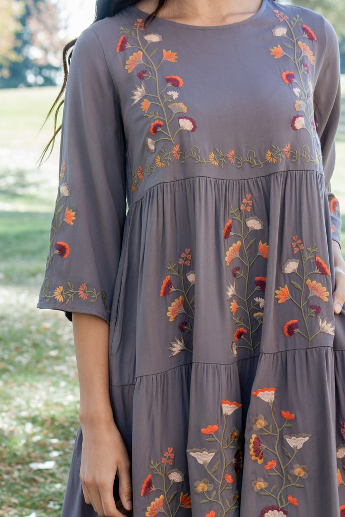 CADENCE-EMBROIDERED FLOWY DRESS IN SOFT GREY