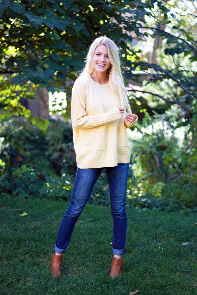 TATE SWEATER IN SOFT YELLOW