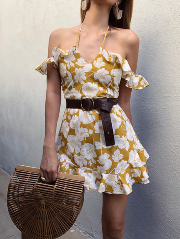 Off shoulders yellow dress