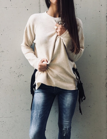 Sweater with black lace up