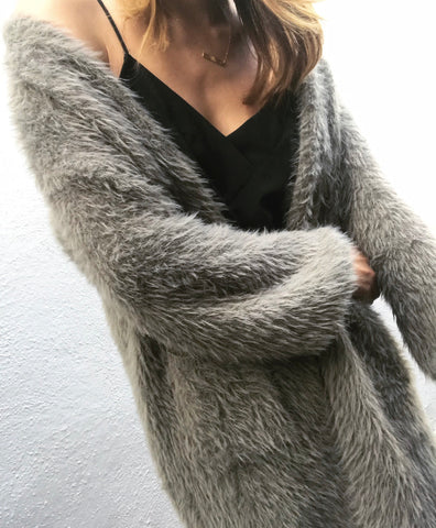 Fluffy cardigan in kaki.