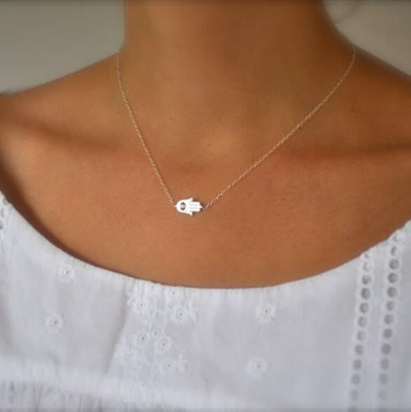 Simple Hand Shape Short Necklace