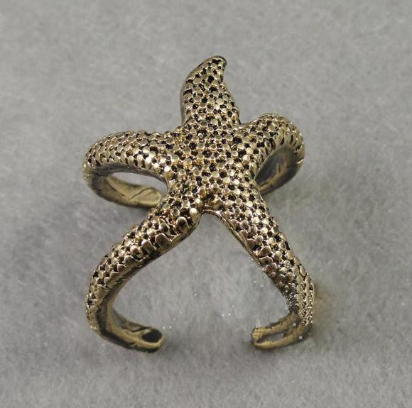 Lovely solid star ring