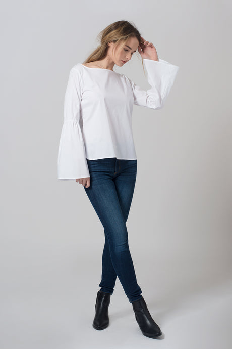 Bell Sleeve bluse front