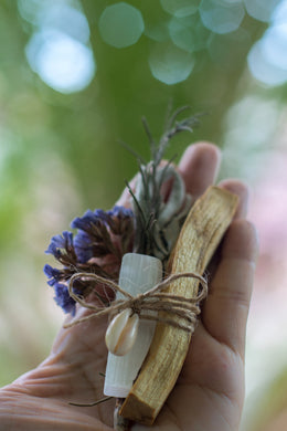 Palo Santo and Selenite Cleansing Bundle