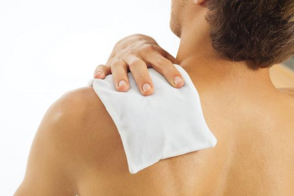 Treating Shoulder Pain Using Heat and Ice