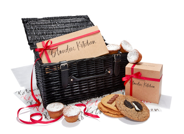Wicker Selection Hamper - 18 Cookies and 6 Mince Pie Cookie Cups
