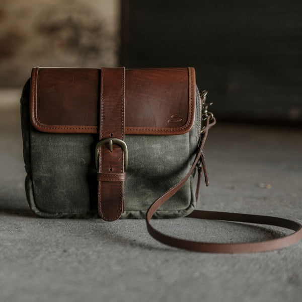 Medium Crossbody Wallet Purse in Olive front view