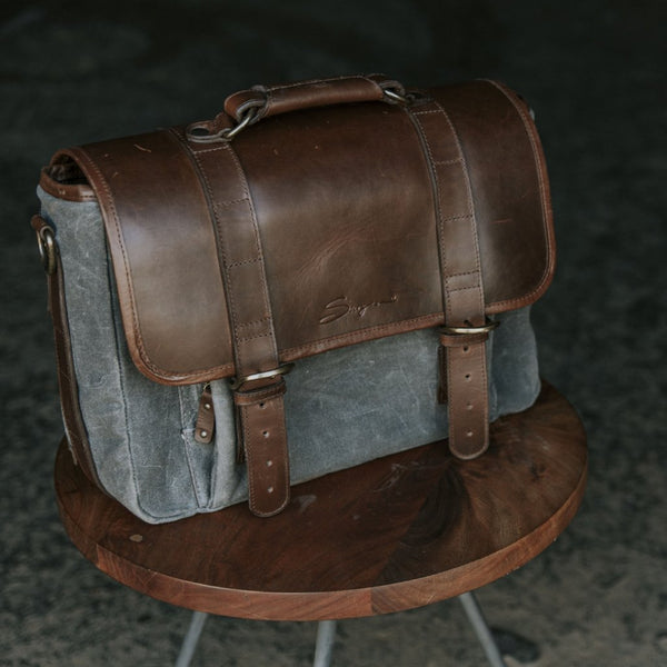Everday Carry Laptop Messenger Bag Charcoal 3/4 view