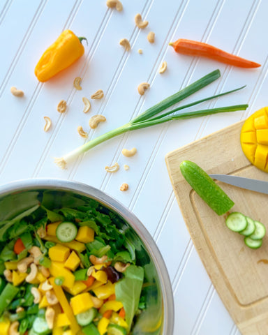 Salad with mango and ginger dressing