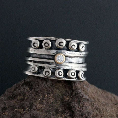 Nordic Band Ring with Diamond in Gold Bezel