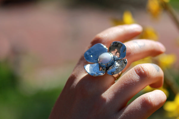 Large Dogwood Flower with Veined Turquoise Ring - Size 7 3/4