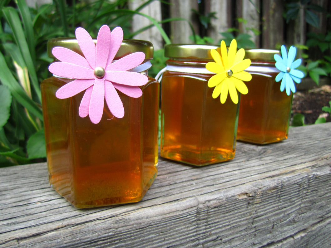 12 Honey Favours with Daisy Tag (3.75 oz)