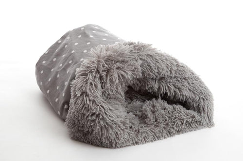 Pooch Pod is comfy and cosy, that your dog never want to leave. In dotty Smoke & Shaggy Silver Grey