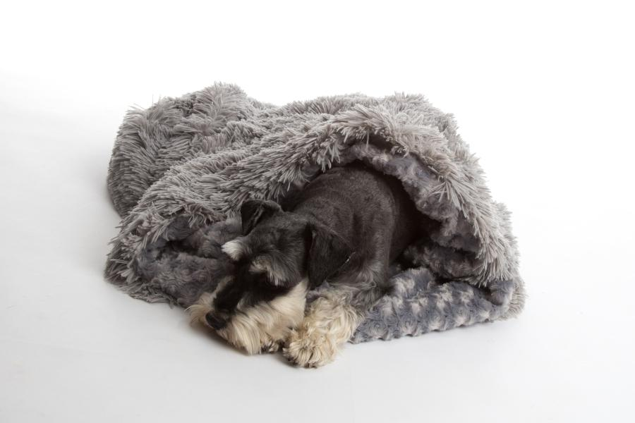 Dog's love to tunnel into the soft interior of these luxurious shaggy blanket pod silver grey