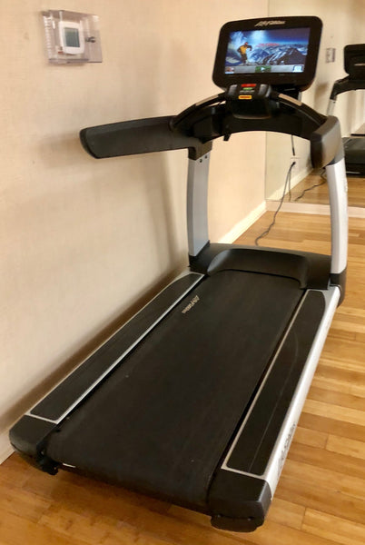 Life Fitness Discover SE Elevation Treadmill (Refurbished)