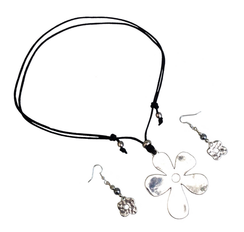 Short to Mid Length Simple Flower Pendant Necklace & Earring Set in Silver
