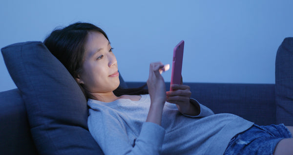 Blue light emitted by mobile devices disrupts sleep at night
