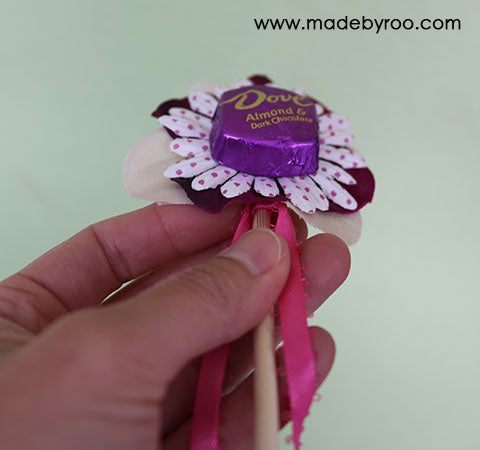 IZZAROO - DIY Tutorial - How to make a candy flower bouquet