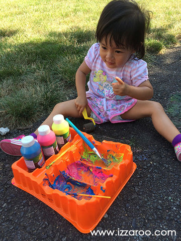 IZZAROO - Draw outside with sidewalk paint