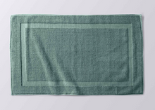 Load image into Gallery viewer, Coyuchi Air Weight Organic Bath Mat