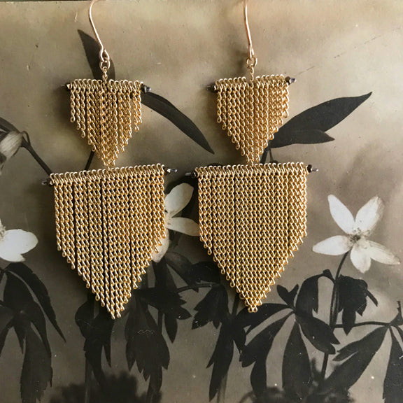 Chain fringe 2 Shield earrings