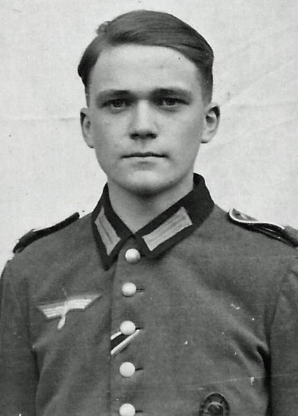 Erik von Davidson at age 17 in army uniform