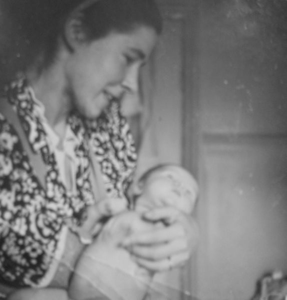 Gunda von Davidson with infant daughter Fiona (Williams-Hulbert)